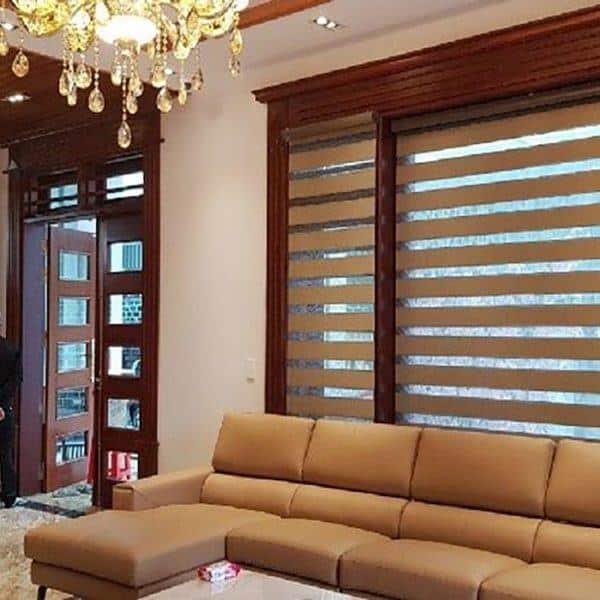 Rèm gỗ cửa sổ kiểu sang trọng, màu nâu đậm