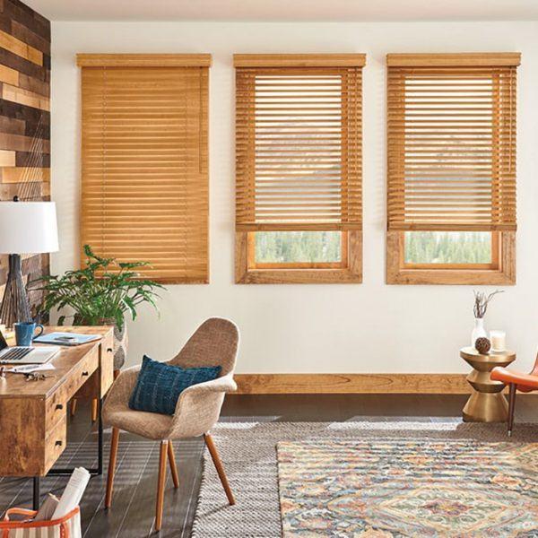 Rèm gỗ cửa sổ phòng khách màu gỗ cam
