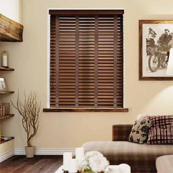 Rèm gỗ cửa sổ phòng khách phong cách châu âu