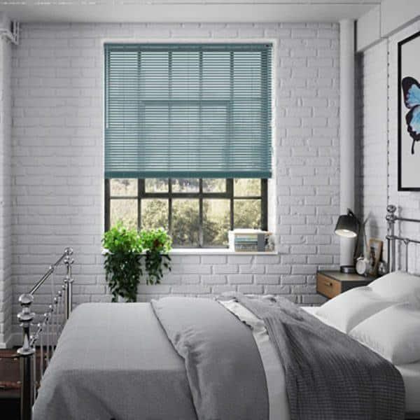 Rèm nhôm cửa sổ phòng ngủ màu xanh